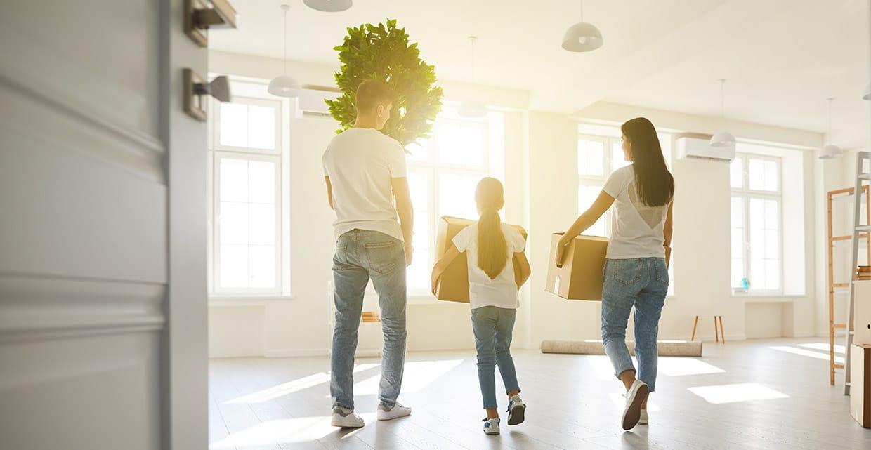 Abbildung Familie zieht in Haus